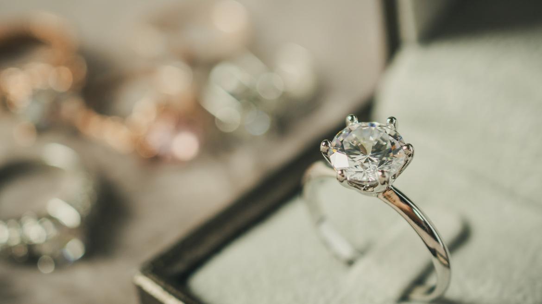 Gdzie kupić pierścionek zaręczynowy w Krakowie?